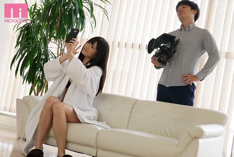 高橋しょう子 グラドル撮影NTR ~最低な元カレの映像ディレクターに何度も抱かれた僕の婚約者の浮気映像~サンプルイメージ1枚目