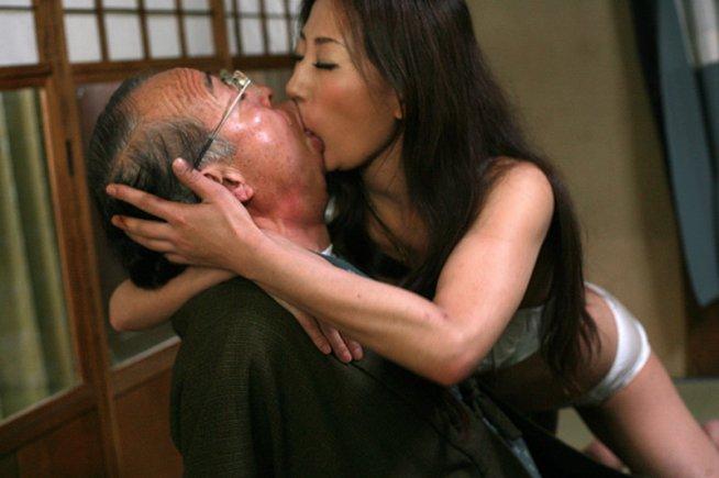 誰にも言えない…理性より快楽に堕ちた中高年のセックス おばさん2枚組8時間