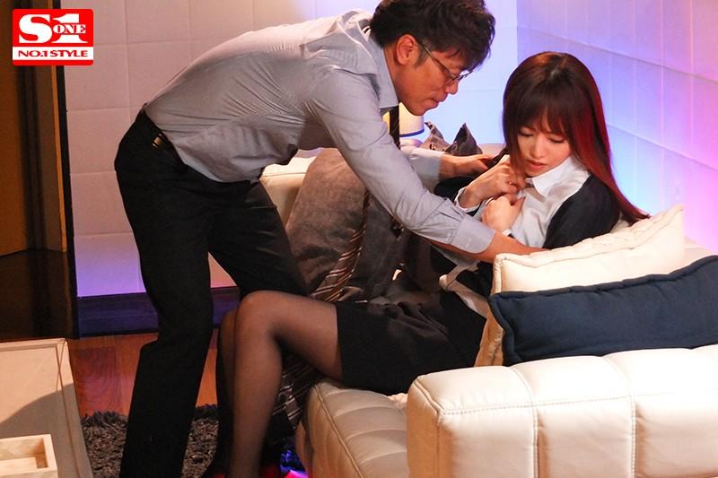 吉沢明歩 出張先のホテルで相部屋になった上司に何度も何度もレ●プされ続けた7日間。サンプルイメージ4枚目