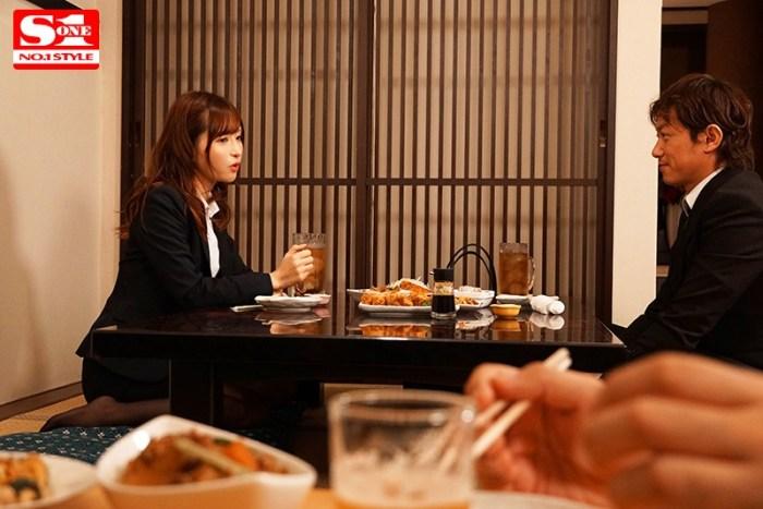 美人上司と童貞部下が出張先の相部屋ホテルで…いたずら誘惑を真に受けた… のサンプル画像 2枚目