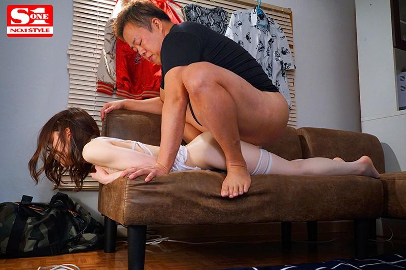 琴井しほり 小柄で色白な彼女が巨漢先輩の圧迫馬乗りプレス性交で寝取られ快楽堕ちサンプルイメージ9枚目
