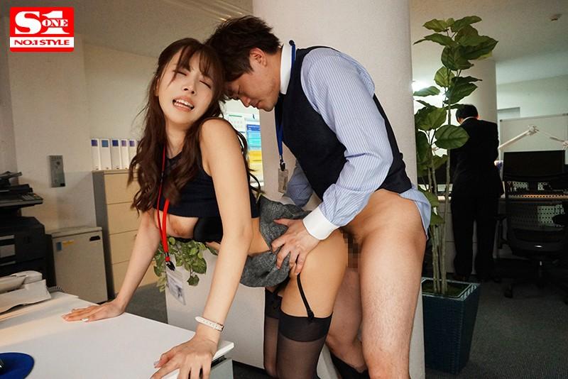 三上悠亜 巨乳OLと絶倫童貞上司の毎週エスカレートする週末のセックス残業サンプルイメージ5枚目