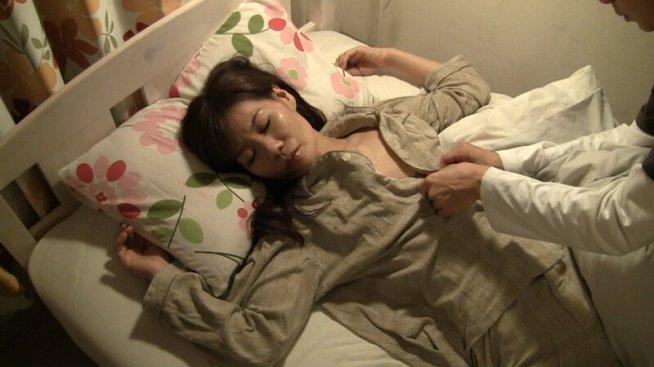 「母ちゃん寝てる…?」「ダメだってば」「父ちゃんには言わんから」「…。」息子の突然の夜●いに母親は…4時間