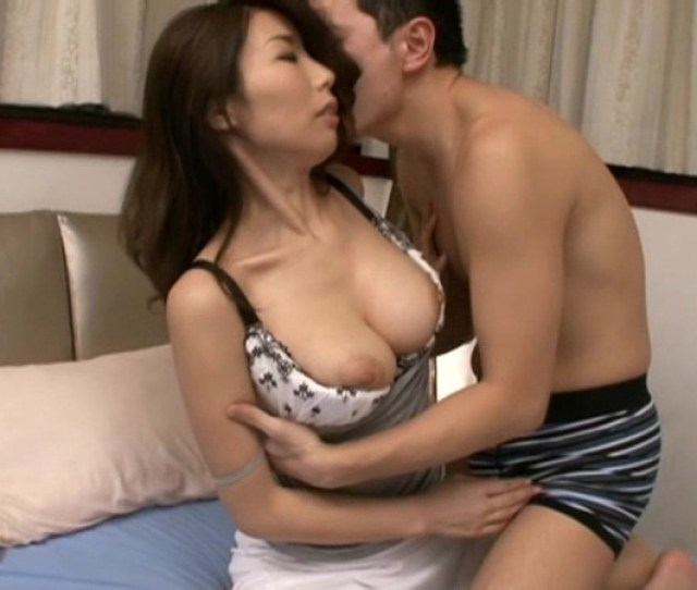 Lonely Mother Sex With Overflowing Passion Ayumishinoda