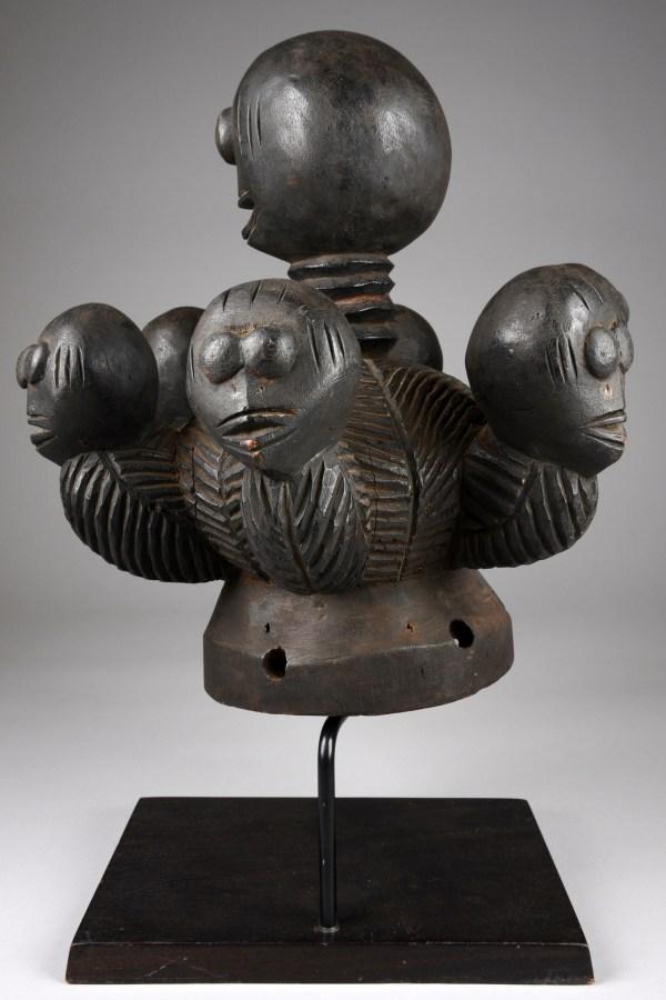 Rare Dance Crest Of Fancy Design - Auctionhouse Zemanek