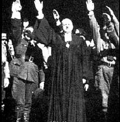 Más sacerdotes fascistas