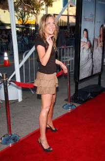 Amanda Bynes Barefoot Related Keywords