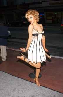 Christina Aguilera Barefoot - Bing