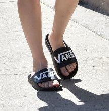 Kaley Cuoco' Feet