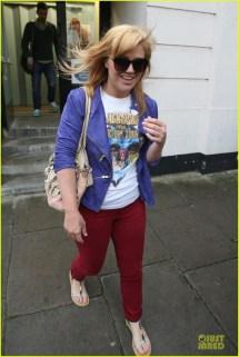 Kelly Clarkson' Feet