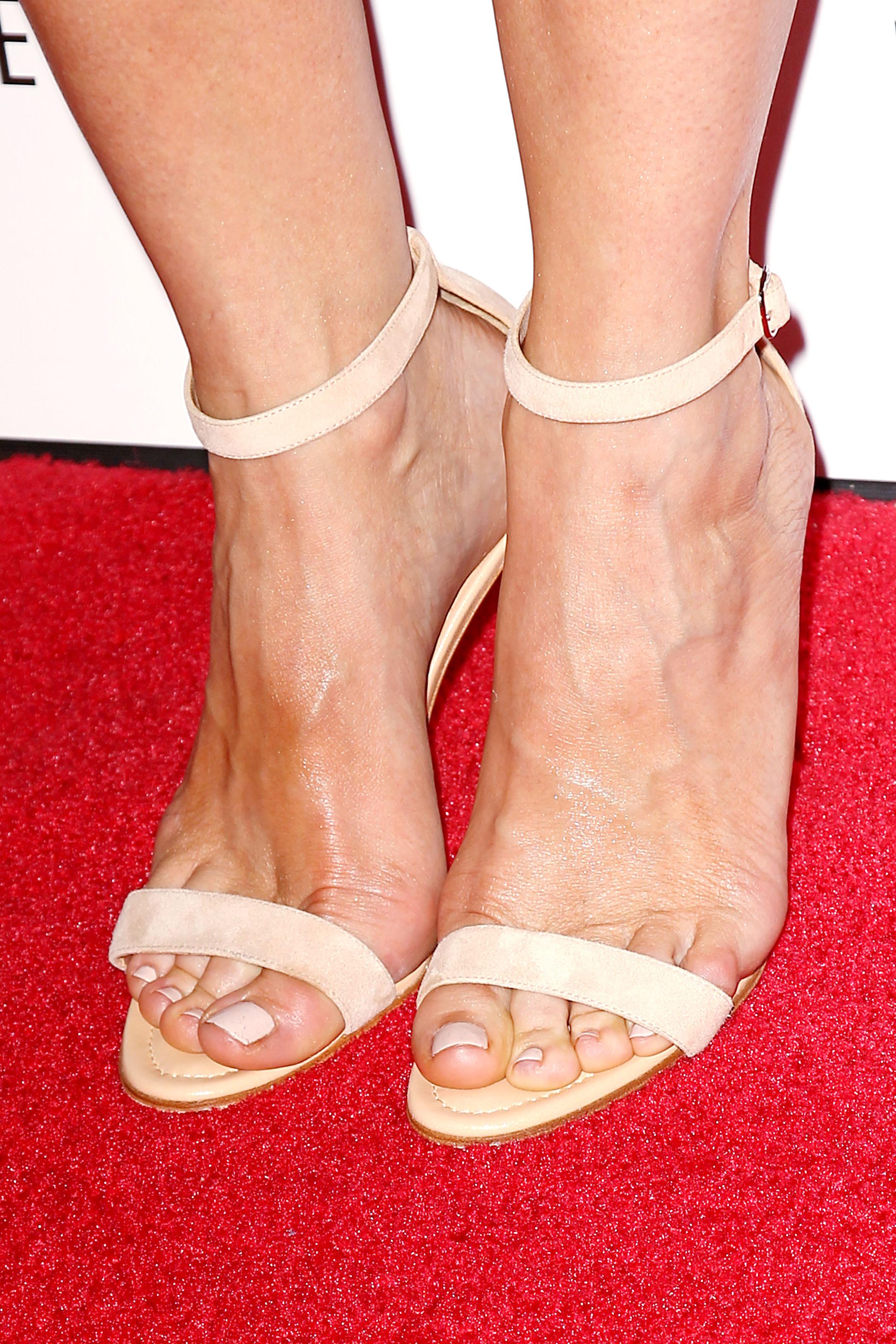 kristen wiig s feet
