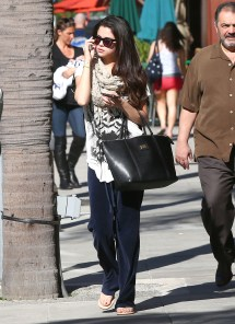Selena Gomezs Feet Pin - Pinsdaddy
