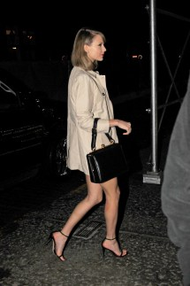Taylor Swift' Feet Barefoot - Bing