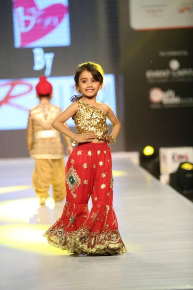 Cute Little Indian Girl Wallpapers Fashion Amp Style Ritu Beri Dress Designers India Spring