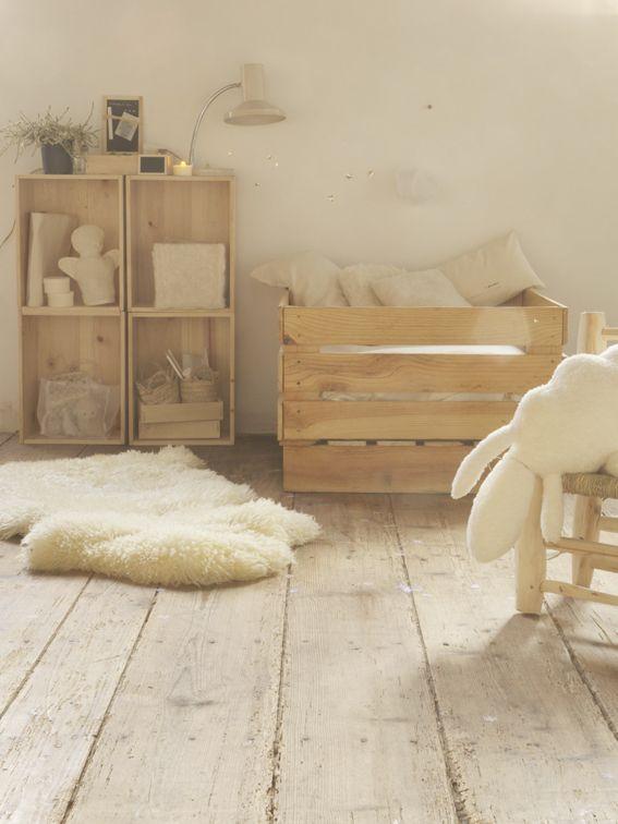 Touches de bois dans une chambre denfant