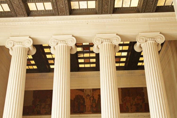Impressive Four Columns Inside The Lincoln Memorial With Beautiful White Paint