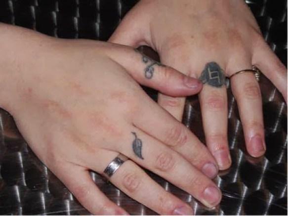 Lovely Black Ink Leaf Tattoo Deisgn On Ring Finger
