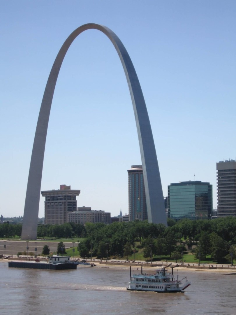 Nice Gateway Arch Picture And River Photo