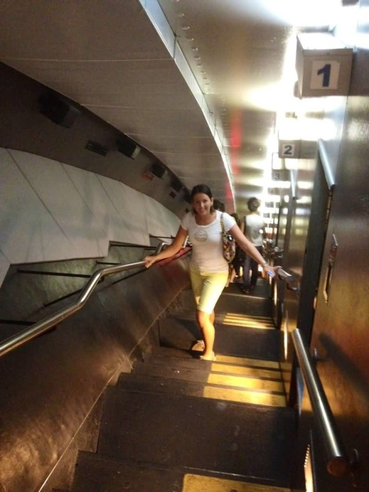 The Gateway Arch On Stair Beautiful Lady Photo
