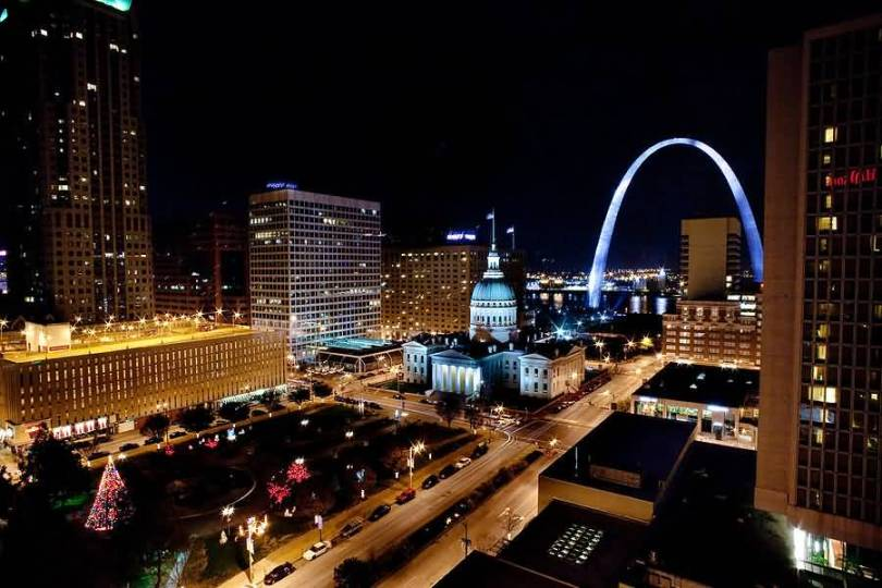 The Beautiful City View And The Gateway Arch At Night