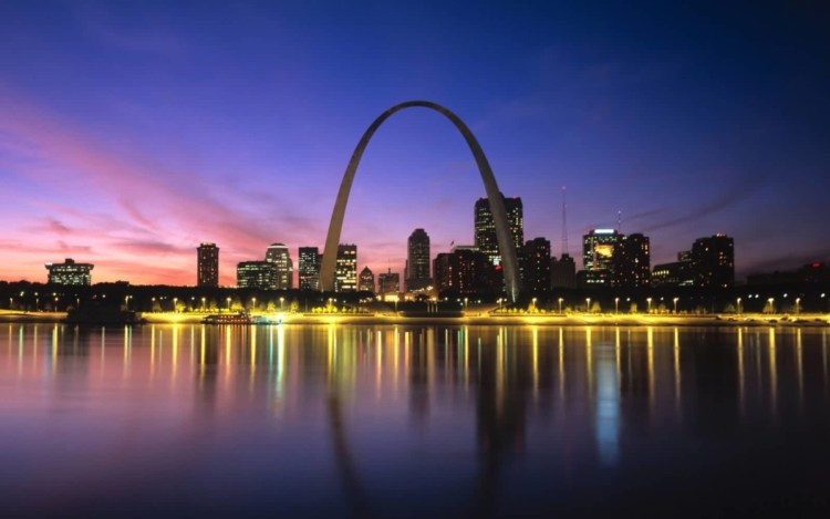 Adorable View Of River And The Gateway Arch At Night With Beautiful Background