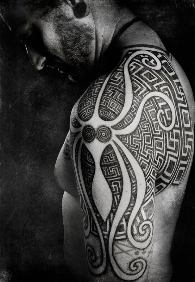 Awesome Patterns Tattoo On Shoulder With Black Ink For Man Woman