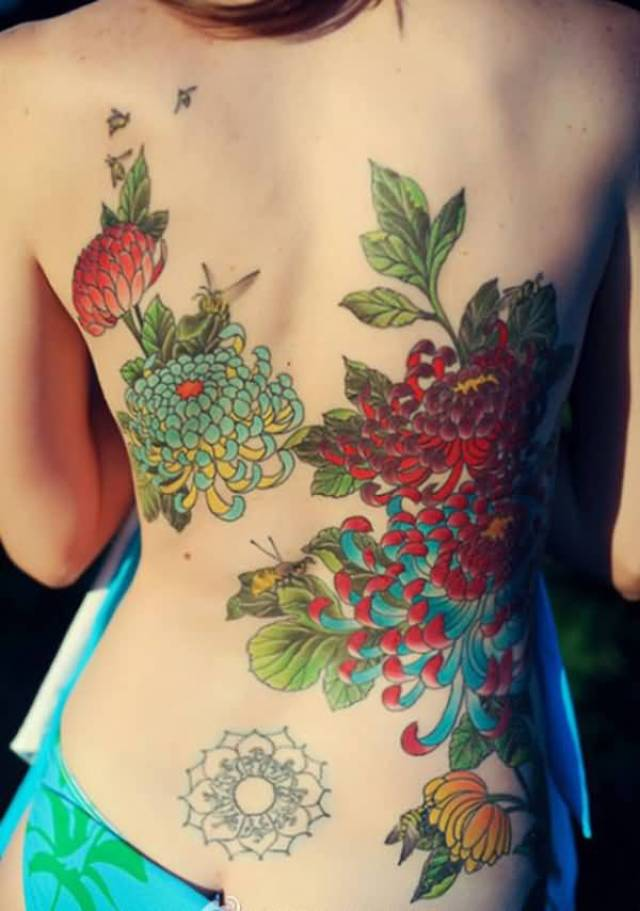 great chrysanthemum tattoo on back with colourful ink for man & woman