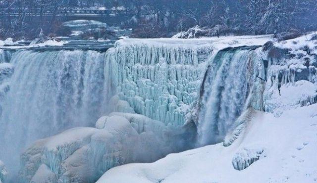 Popular Creative Niagara Falls Frozen Photo