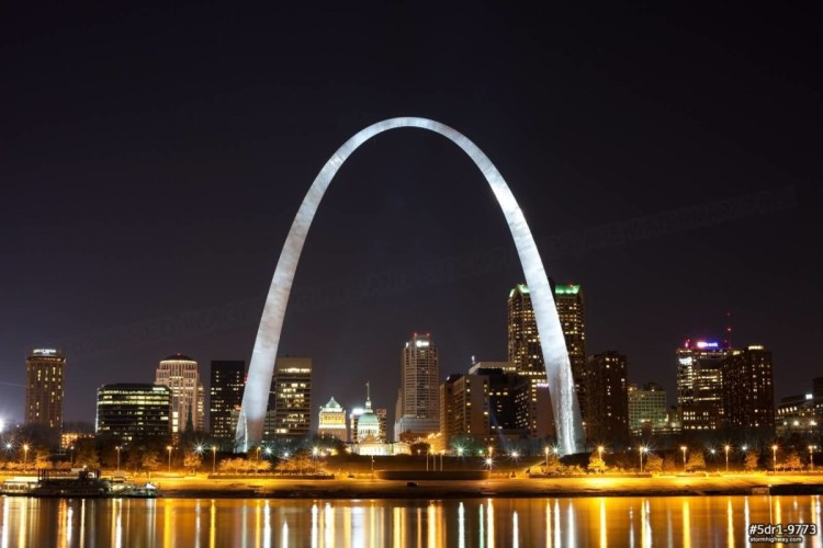 Stunning White Light On The The Gateway Arch On River Front At Night