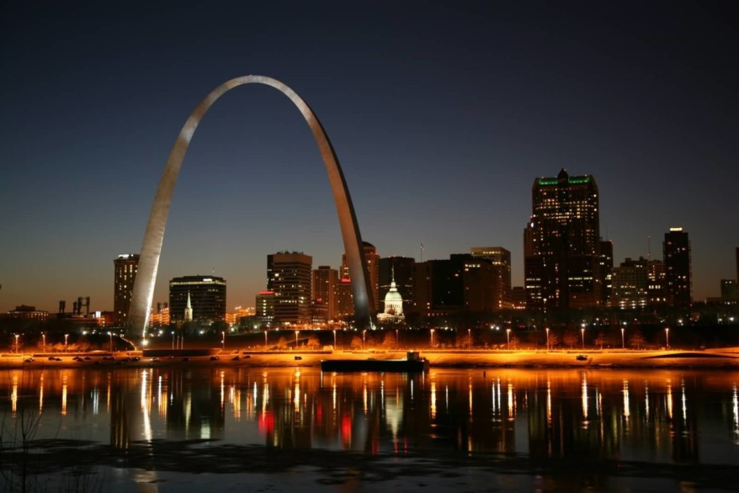 Unique Ruver And Light Combination Near The Gateway Arch At Night