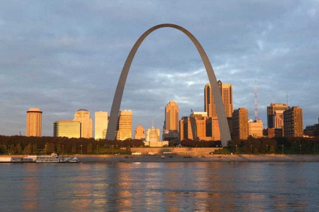 Very Charming Seen With Gateway Arch And River