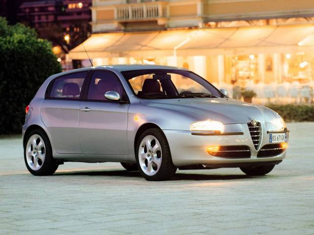 Awesome silver Alfa Romeo 147 Car
