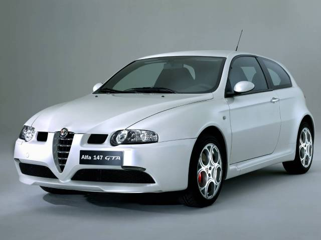 Amazing White colour Alfa Romeo 147 GTA Car