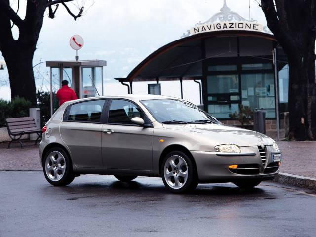 Awesome left side silver Alfa Romeo 147 Car