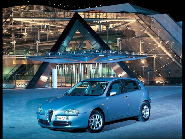 Awesome silver color Alfa Romeo 147 Car