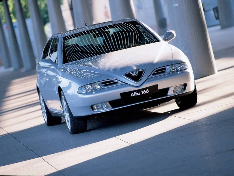 Awesome silver colour Alfa Romeo 166 Car