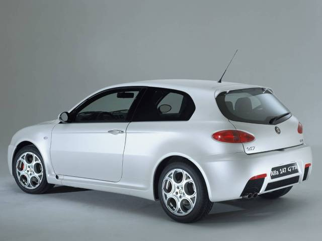 Awesome view White colour Alfa Romeo 147 GTA Car