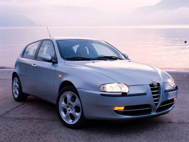 Beautiful silver color Alfa Romeo 147 Car