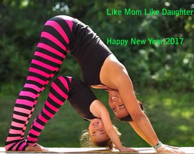 Cute Daughter Wishes Happy New Year 2017 Mom Image