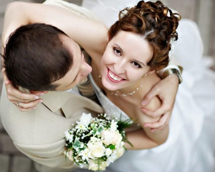 Cute Wedding Couple Wallpaper