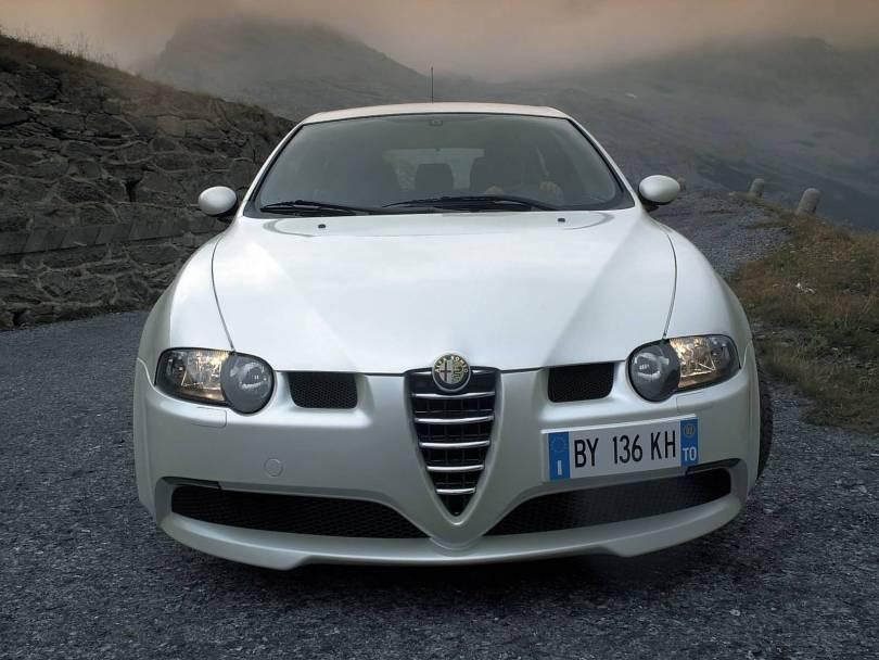 Front side of beautiful White colour Alfa Romeo 147 GTA Car