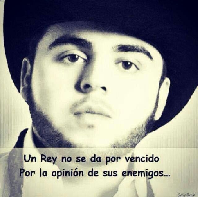 Gerardo Ortiz Quotes Un rey no se da por vencido por la opinion de sus enemigos