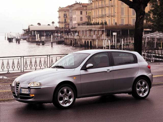 Left side of best silver Alfa Romeo 147 Car