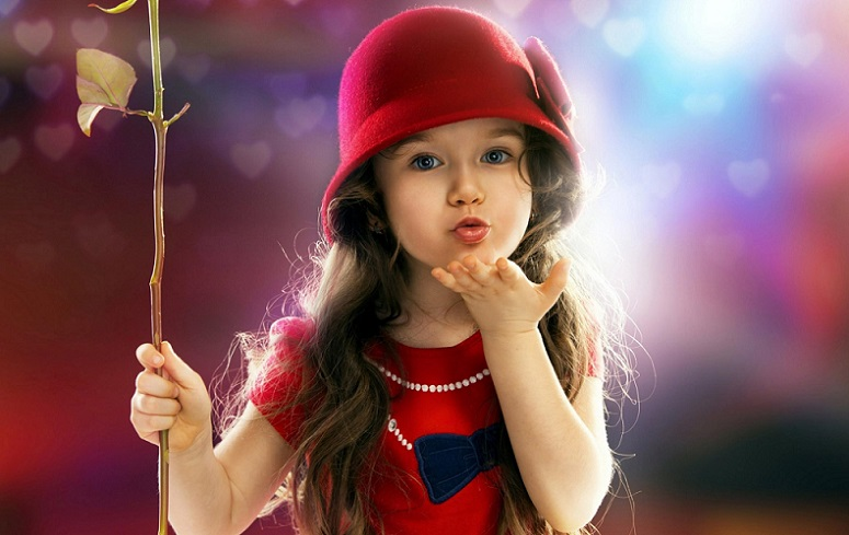 Little Sweet Girl Wishing You A Very Happy Kiss Day Picture