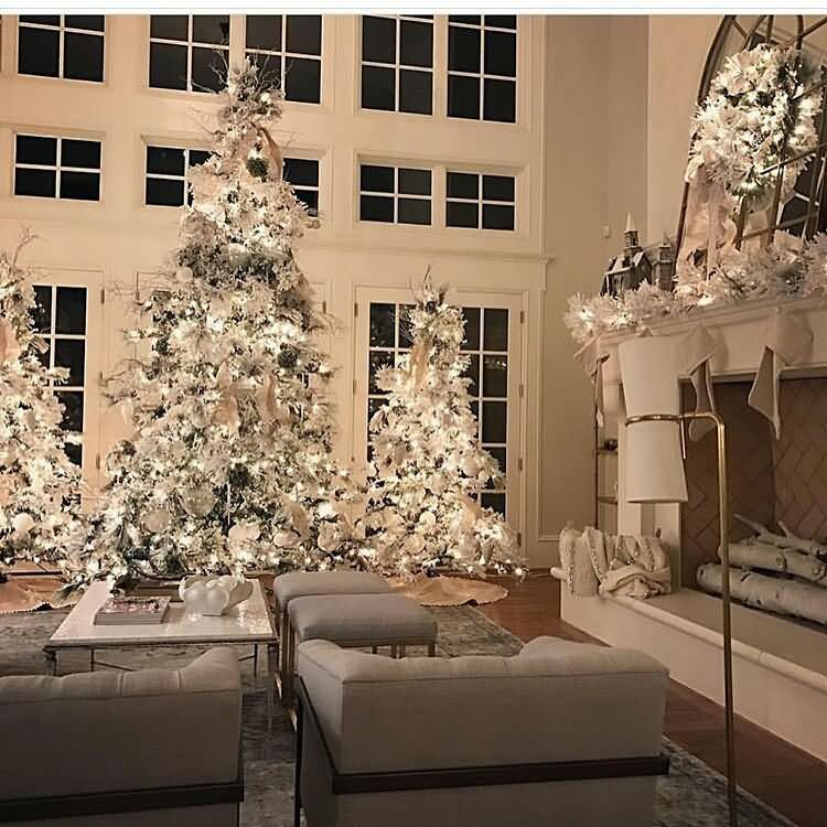Nice White Christmas Tree Decoration For White House