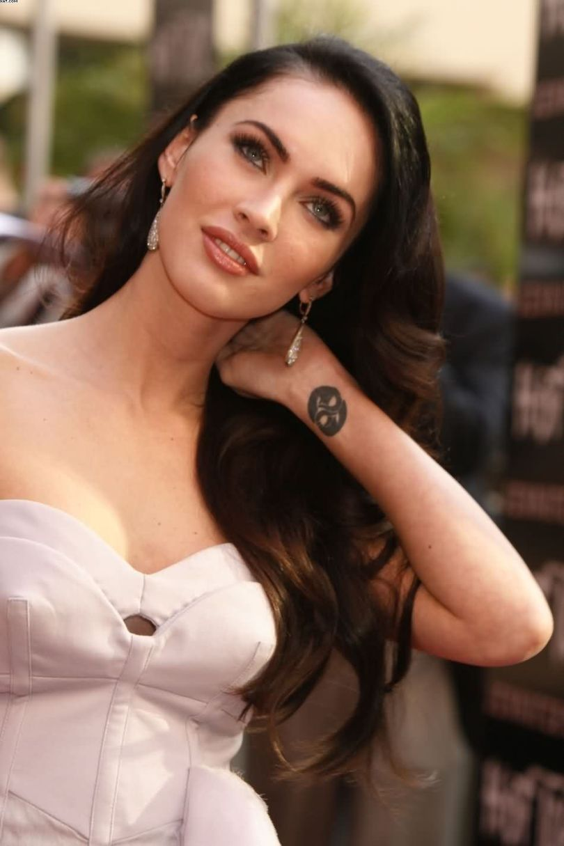 Sexy Megan Fox Wrist Tattoo Round Shaped For Women