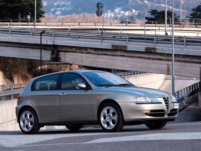Wonderful silver color Alfa Romeo 147 Car