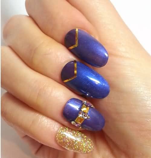 Amazing Blue Nail Art With Golden Nail Paint