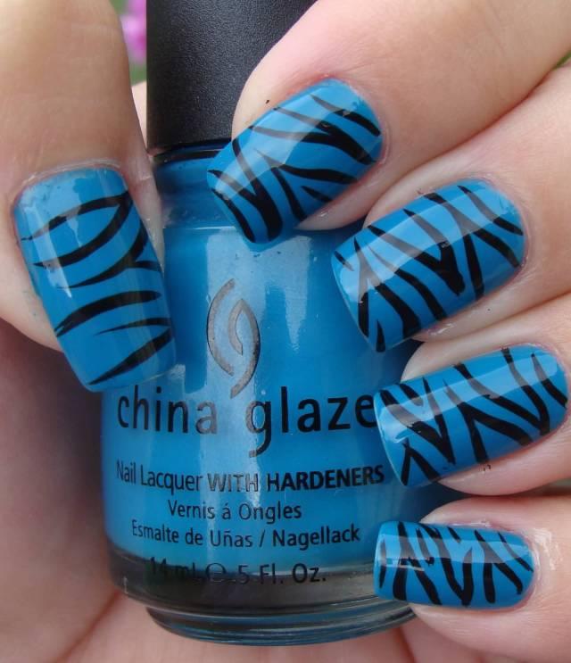 Amazing Tiger Print Blue Nails