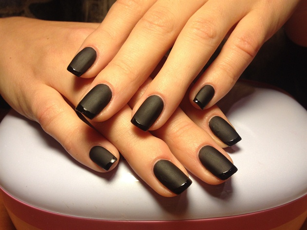 Awesome Black Matte Nails With Inner Black Paint